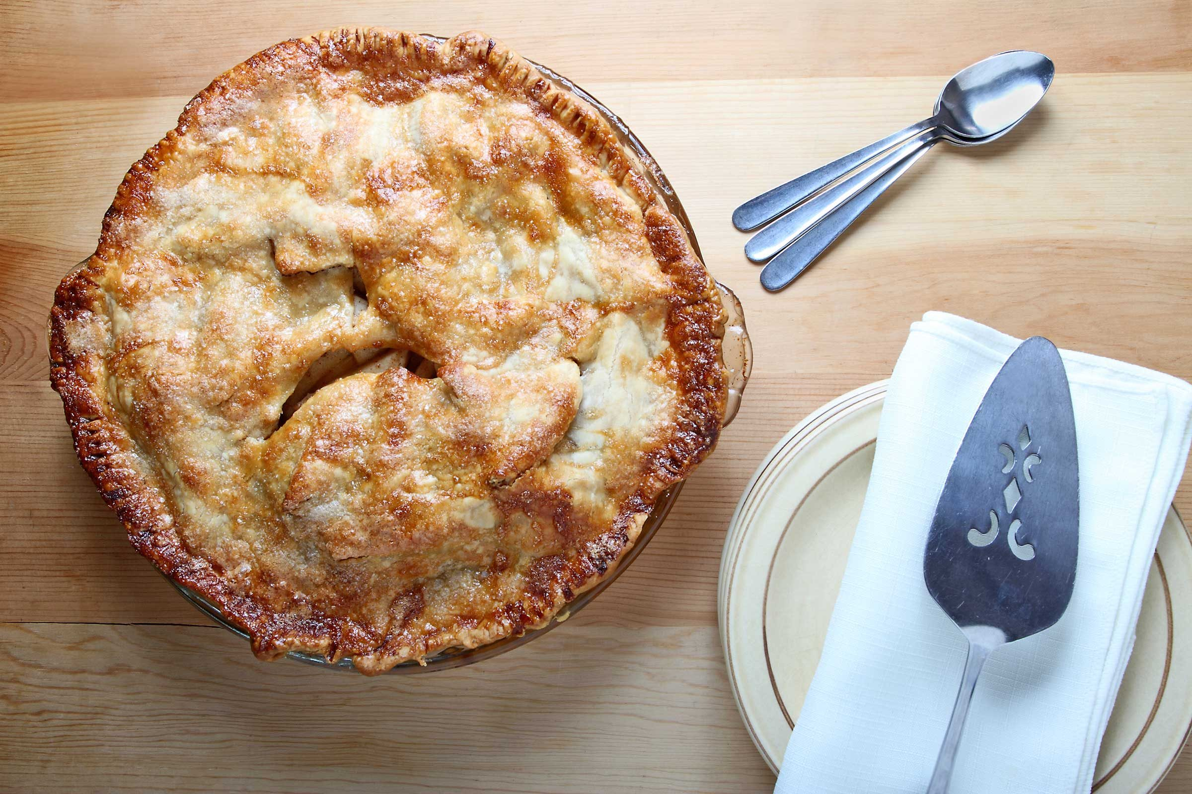 Apple pie: 411 calories, 19 g of fat per slice