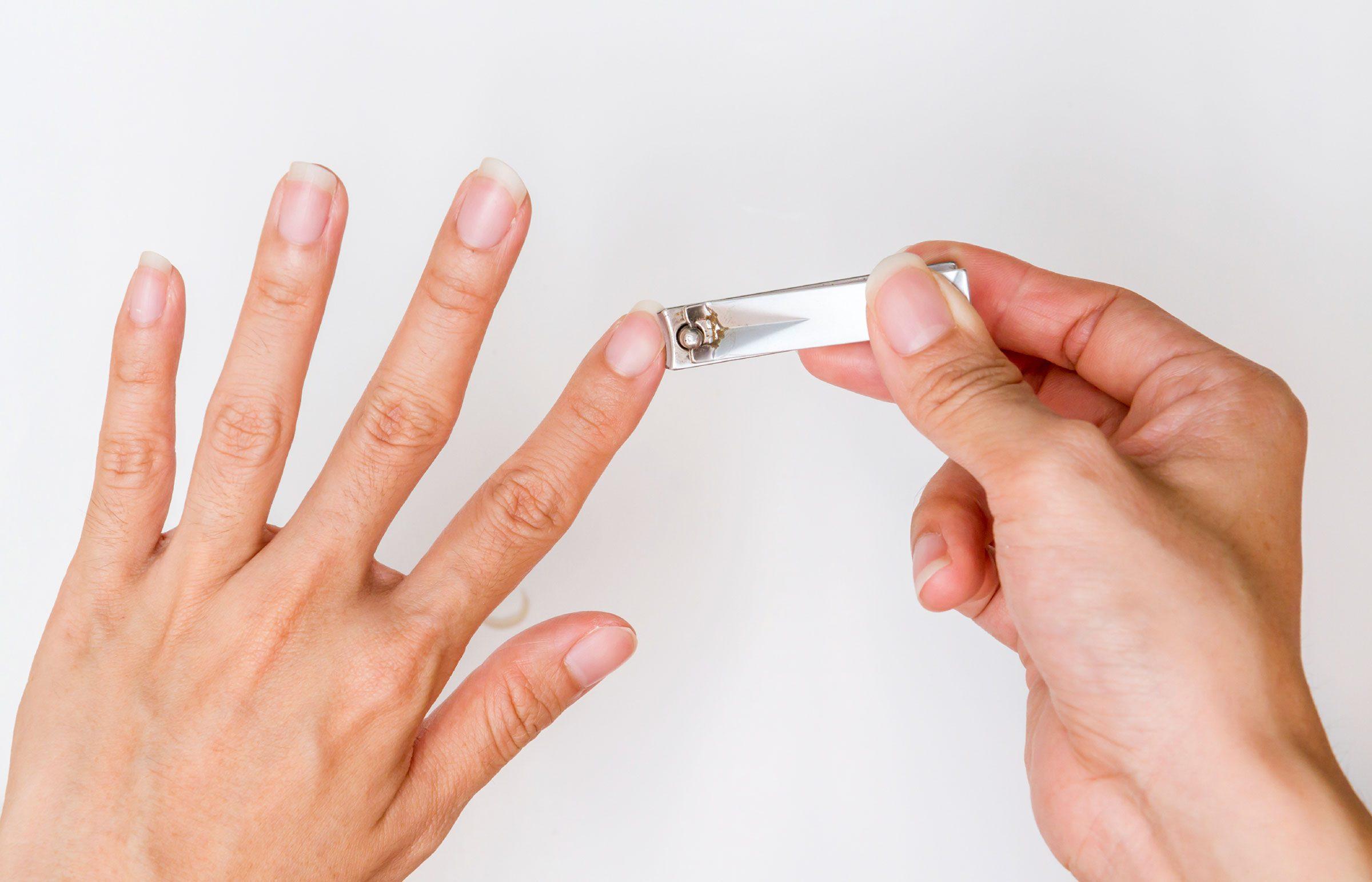 Как правильно стричь ногти ребенку на руках