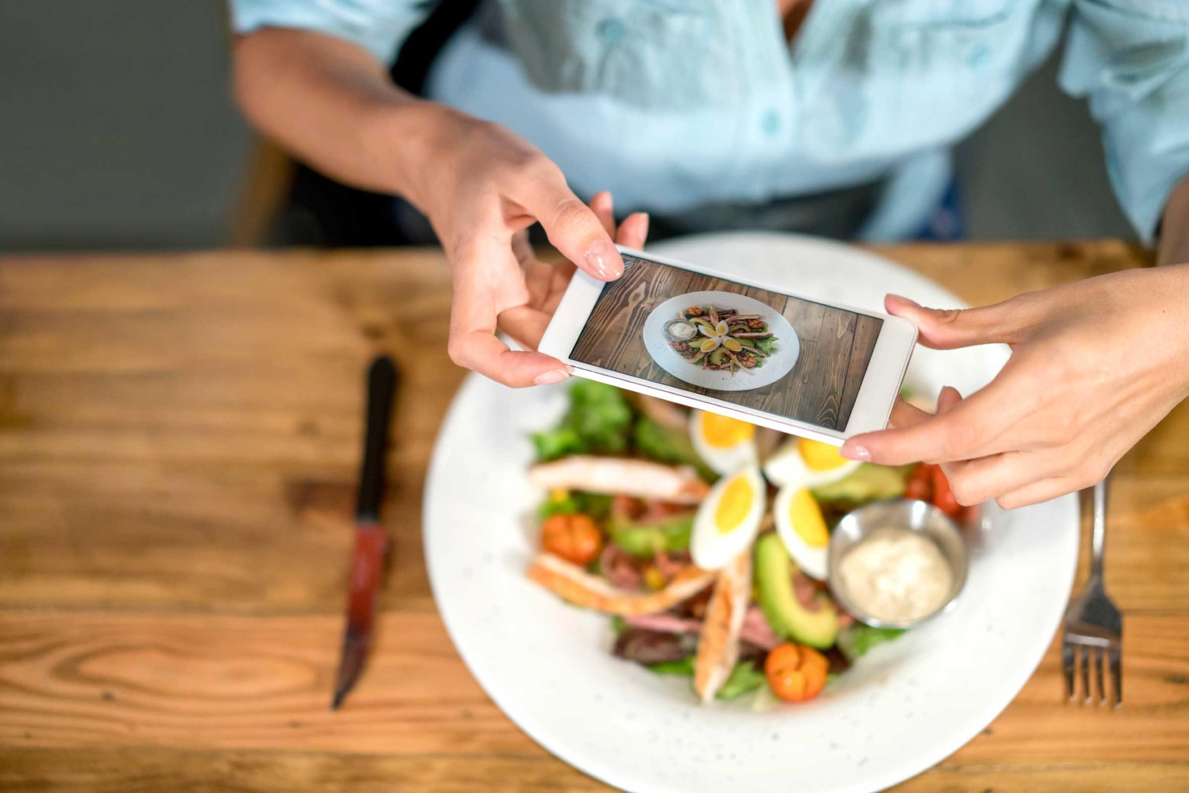 skinny people track their food