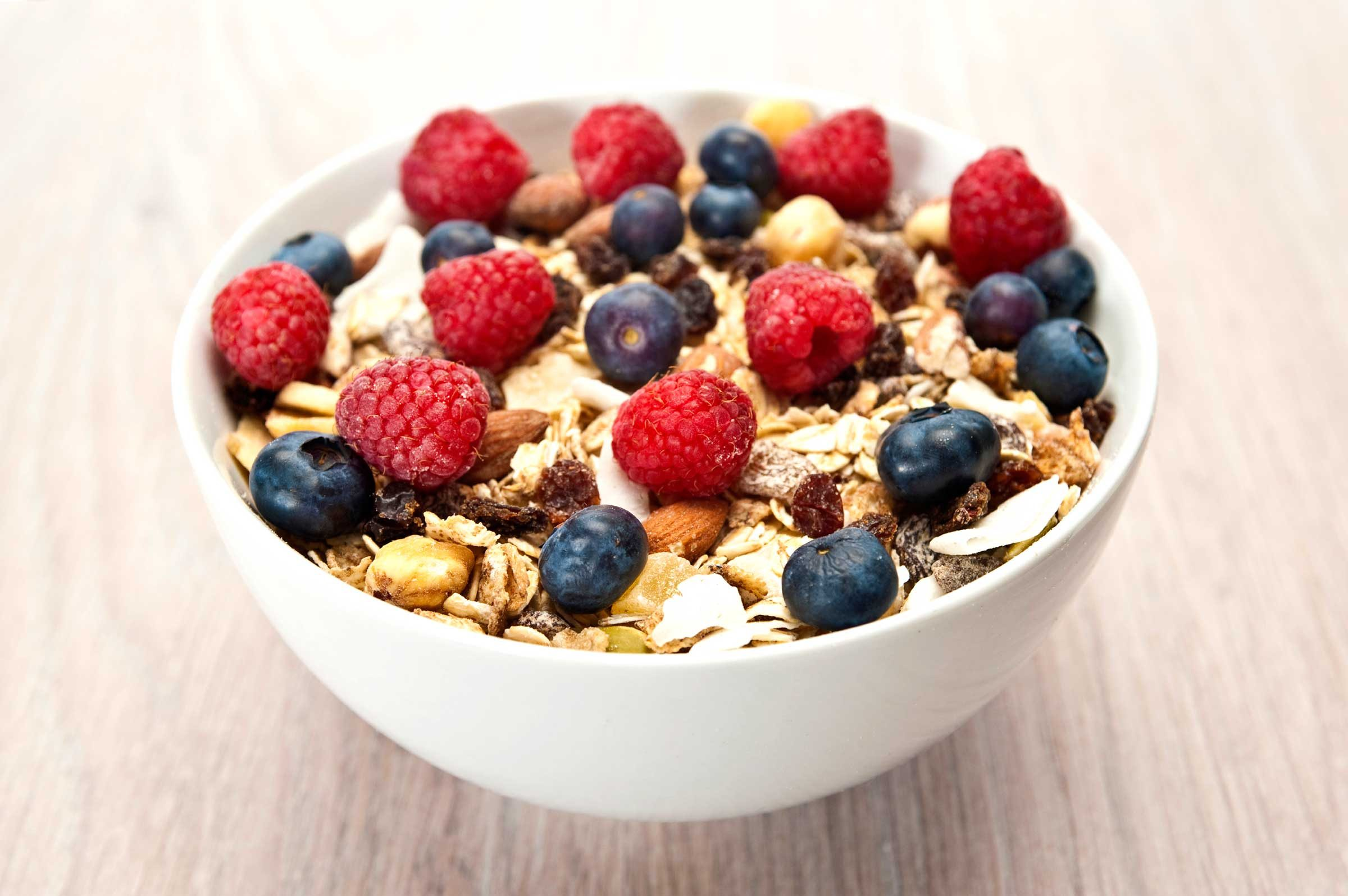 Breakfast for diabetics 11 healthy tips readers digest always top your cereal with fruit ccuart Gallery
