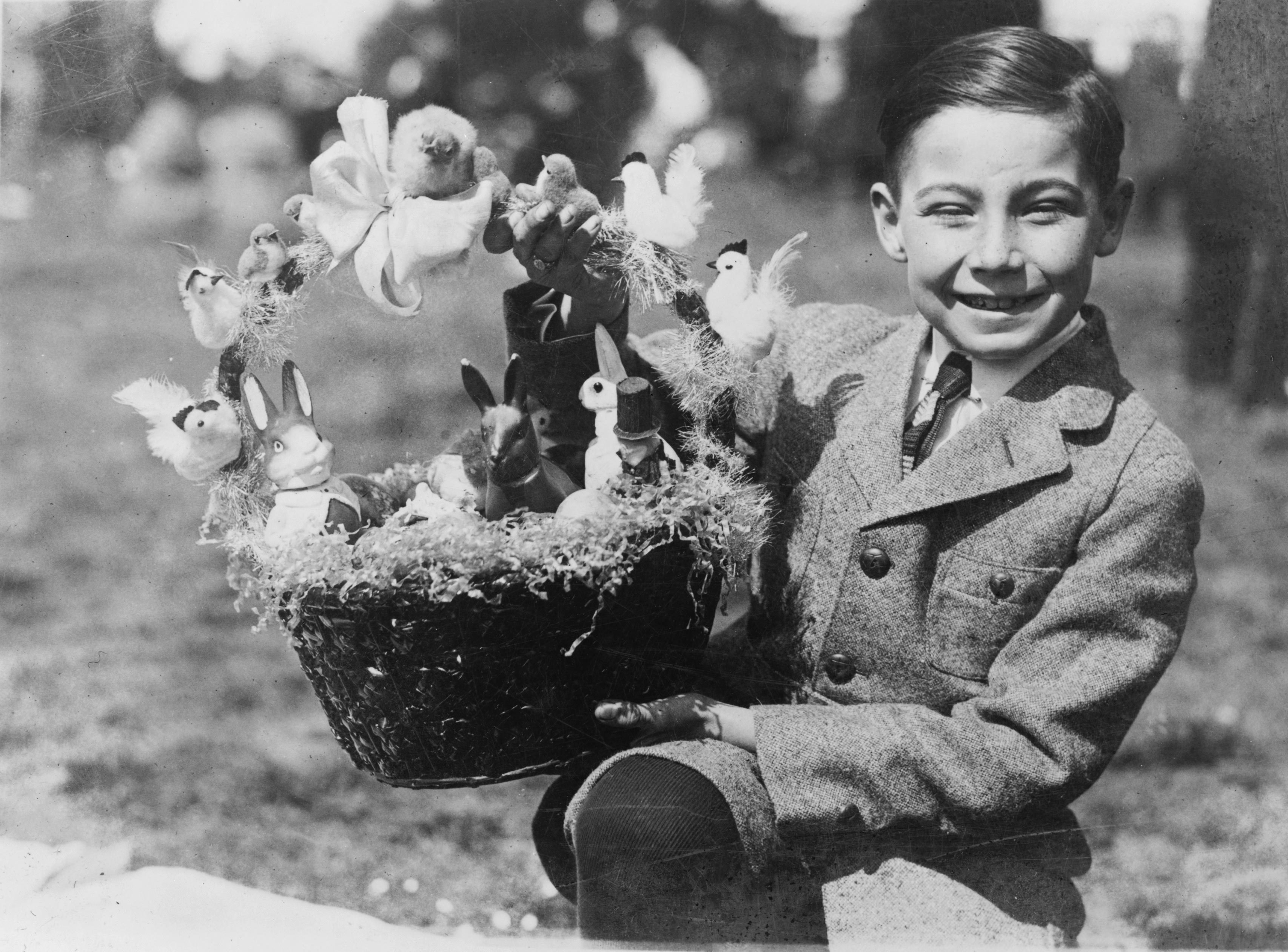 35 Charming Vintage Photos of How Easter Used to Be Celebrated