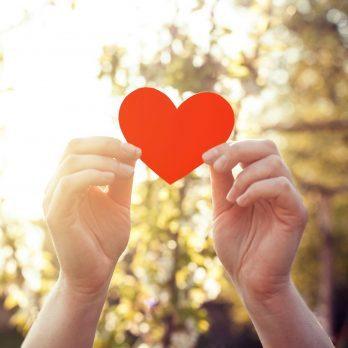 signs heart attack hands heartl