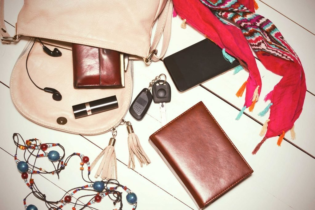 12 Items You Shouldnt Carry in Your Purse