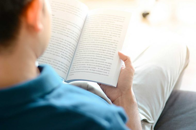 Kebiasaan-Kebiasaan Unik yang Dilakukan Saat Membaca Buku