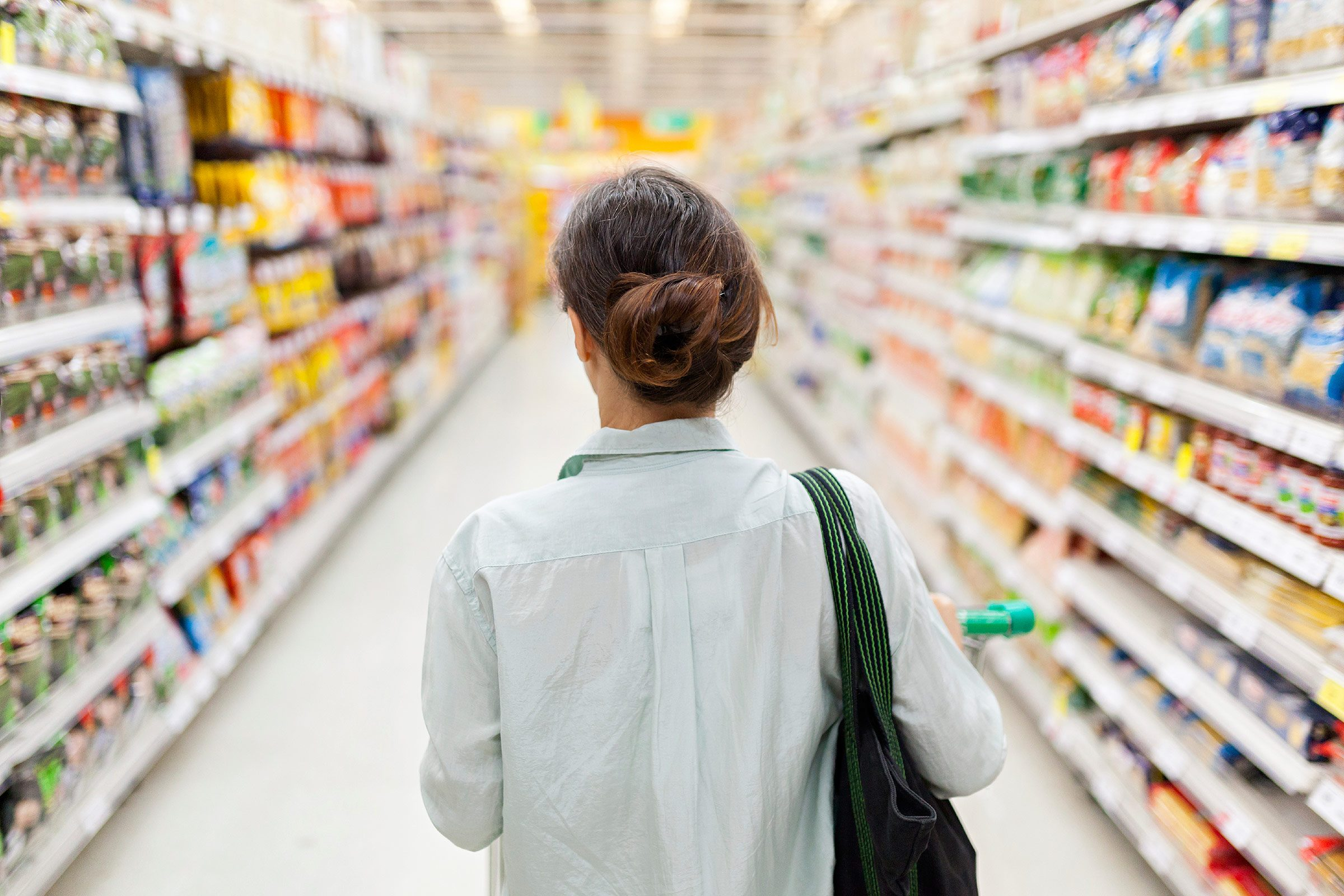 things nutritionists do woman shopping asiles