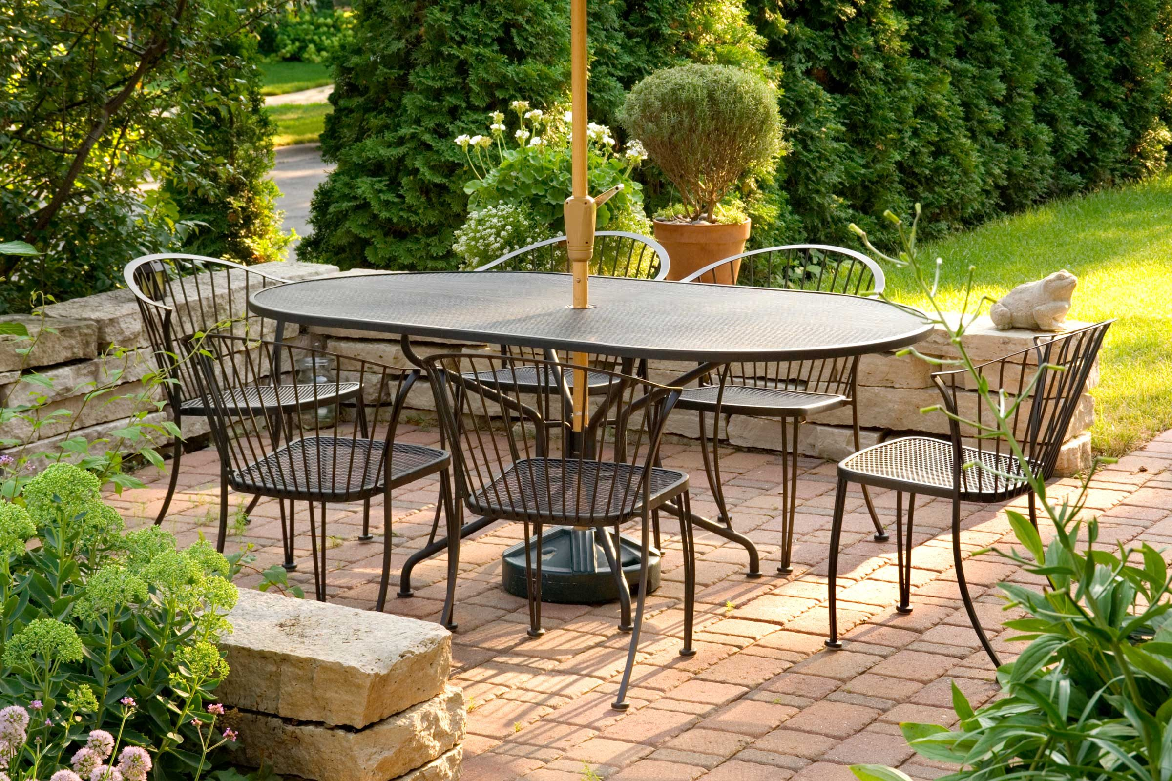 Vinegar Brightens Patio Furniture