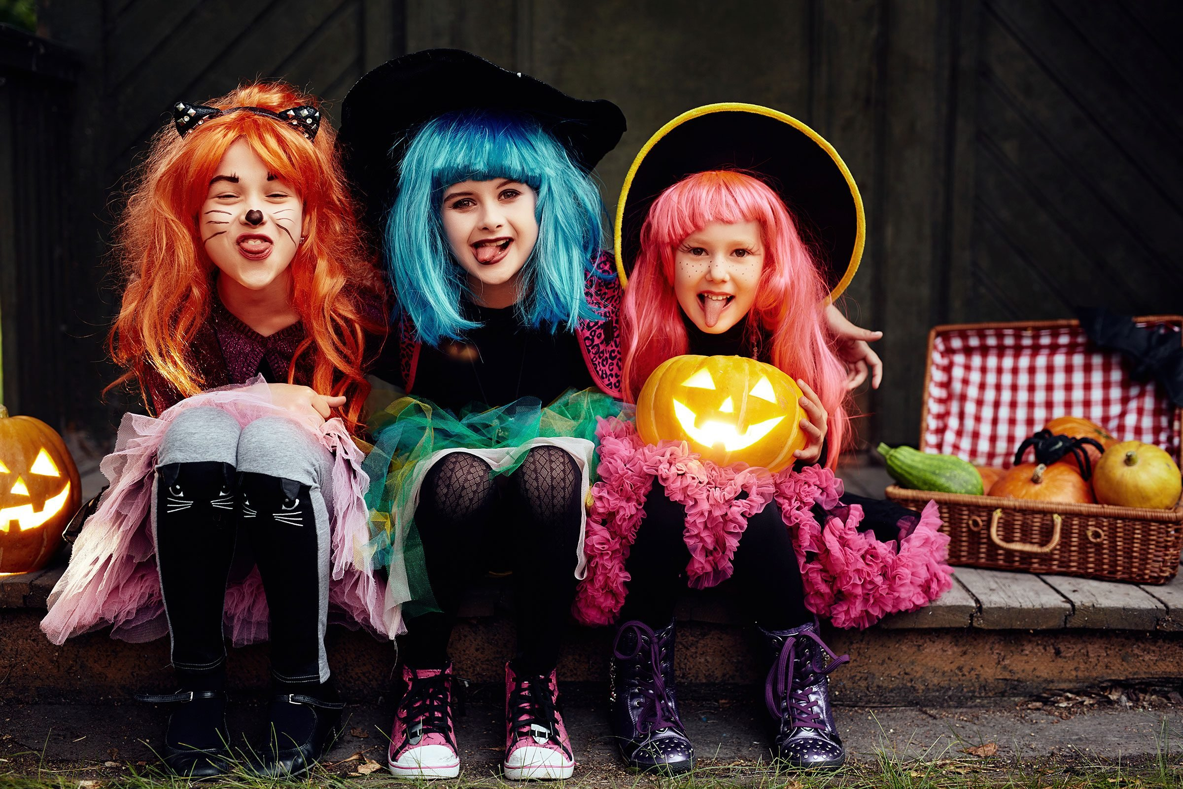 00-things-about-halloween-girls-costumes