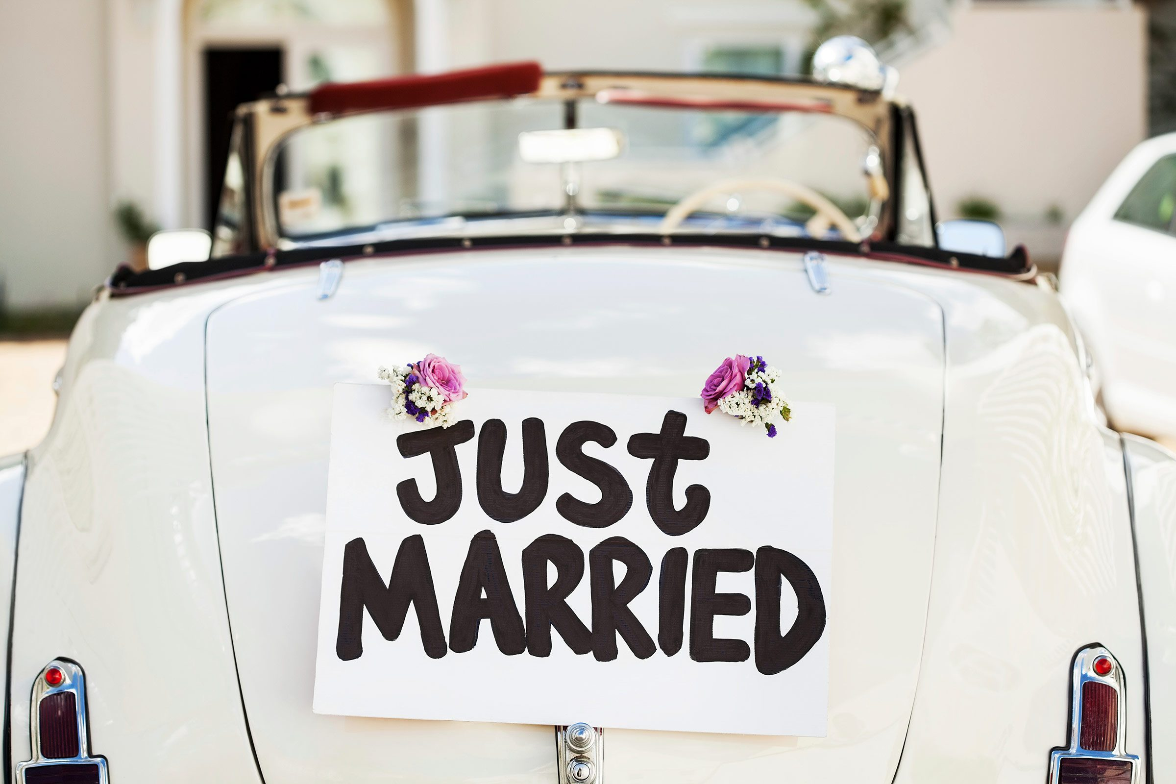 01-newlyweds-guide-happy-marriage-just-married