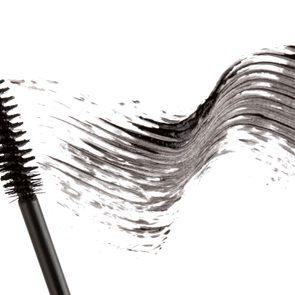10-sloppy-makeup-old-mascara