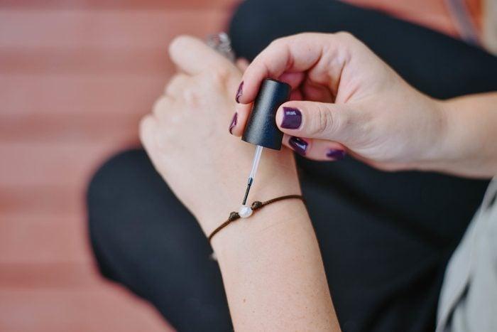 peeling pearl nail polishes fixxes life hack