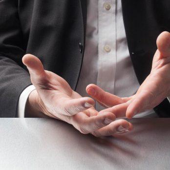 15 Body Language Mistakes You Make During Job Interviews