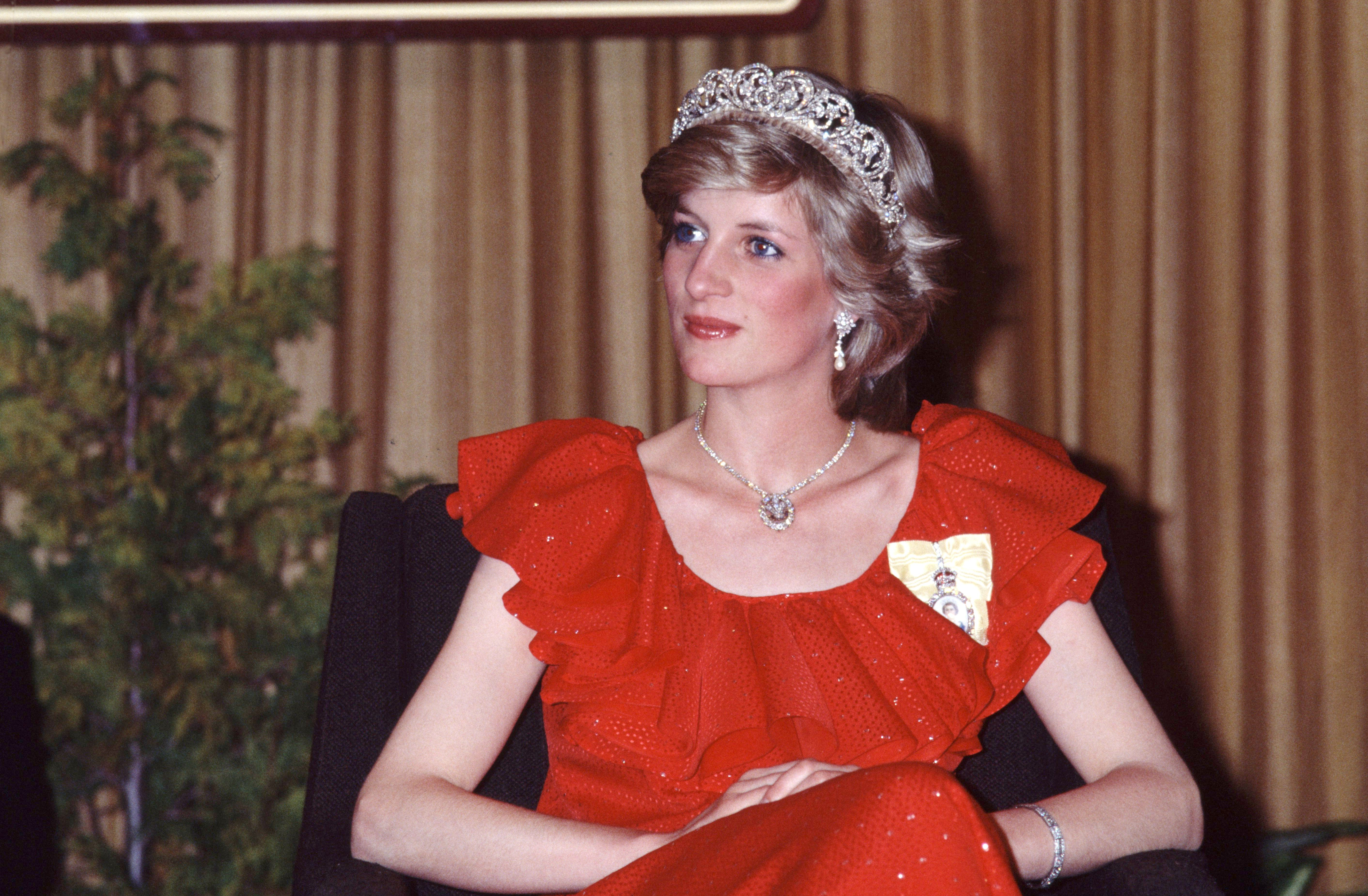 dde9a5d7ef9866 Princess Diana Fashion Tips You Can Steal | Reader's Digest