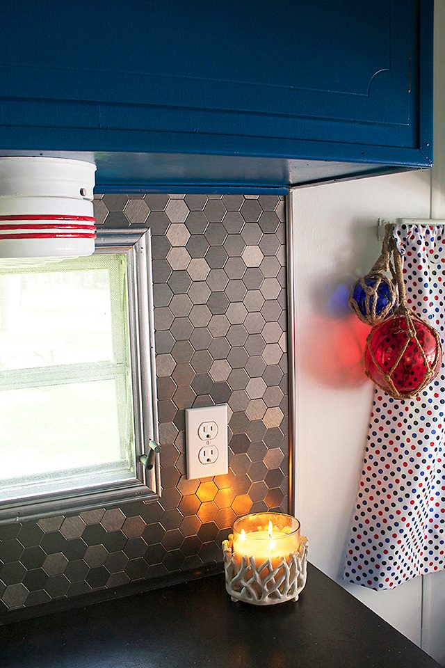 country-woman-happy-campers-backsplash