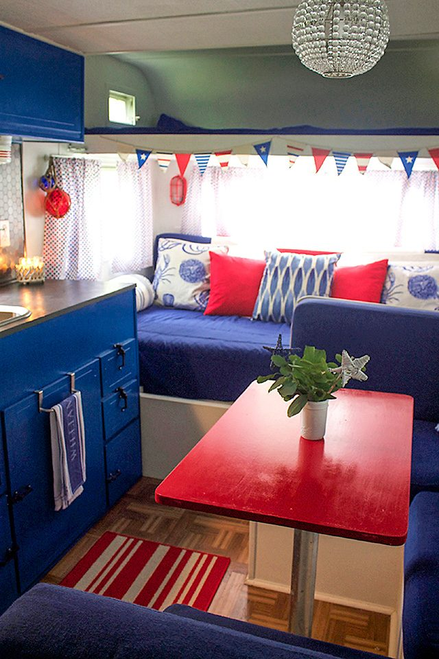 country-woman-happy-campers-glossy-table