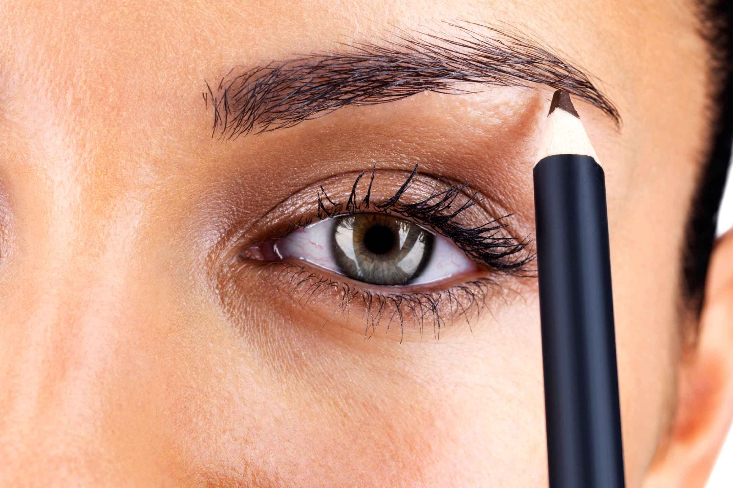 Eye Makeup Tips 7 Ways To Make Your Eyes Pop Readers Digest
