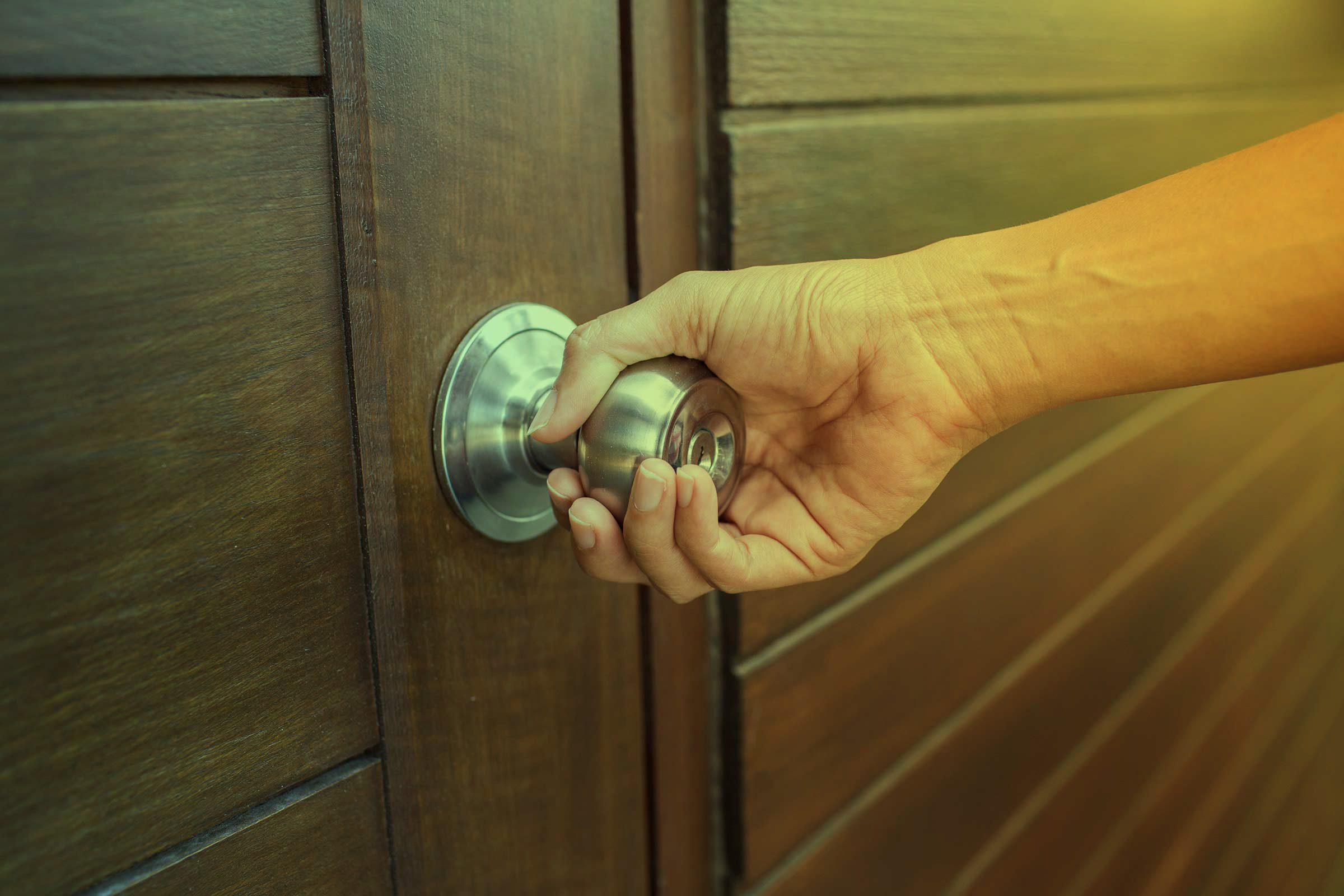 House locksmith secrets that pros wont tell you readers digest try the door rubansaba