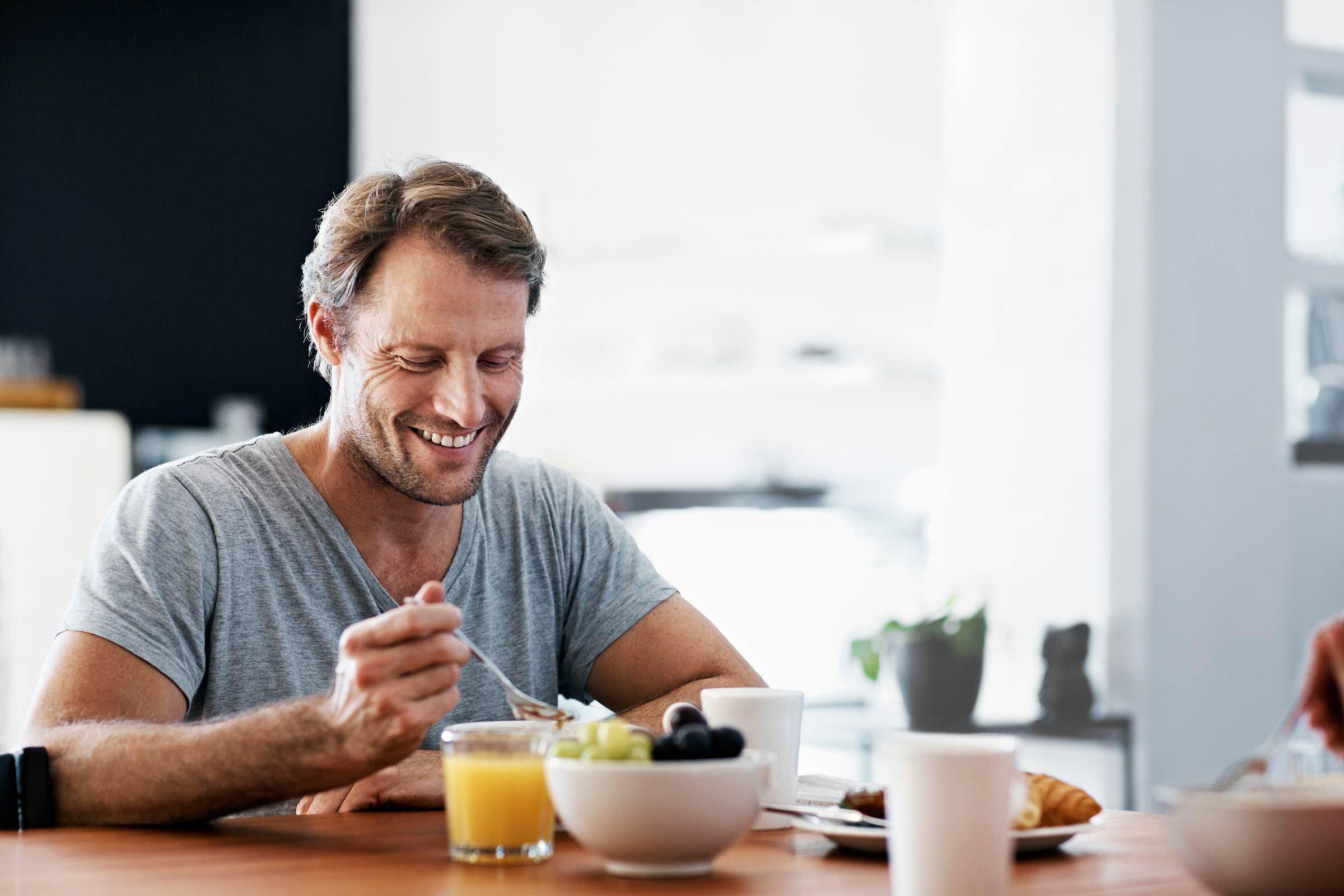 نتيجة بحث الصور عن Man + Healthy breakfast