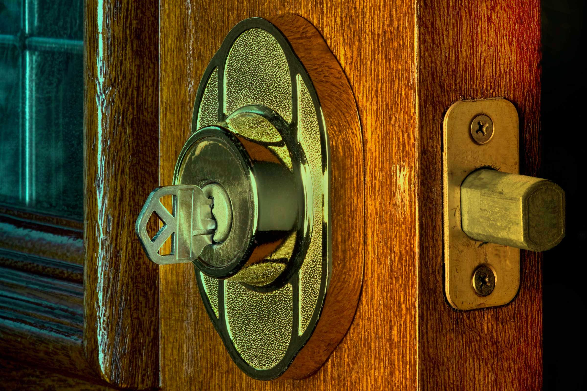 House locksmith secrets that pros wont tell you readers digest the best lock is a deadbolt thats properly installed rubansaba