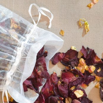 How to Make Potpourri Using Plants From Your Garden