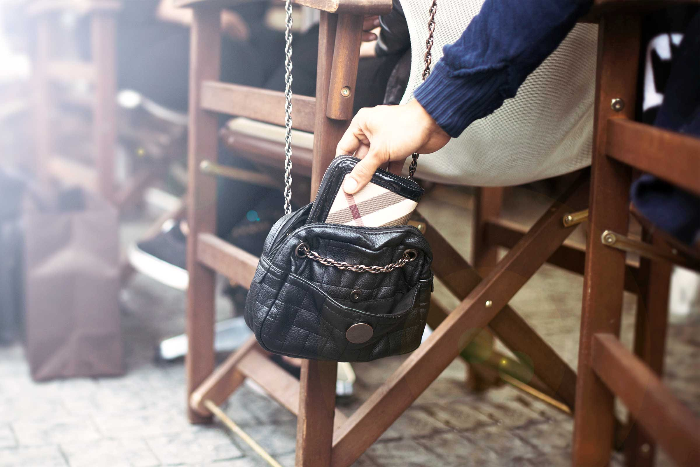 How To Keep Your Purse Safe From Thieves Reader S Digest