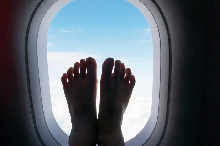 01_barefoot_travel_tips_airplane_guli