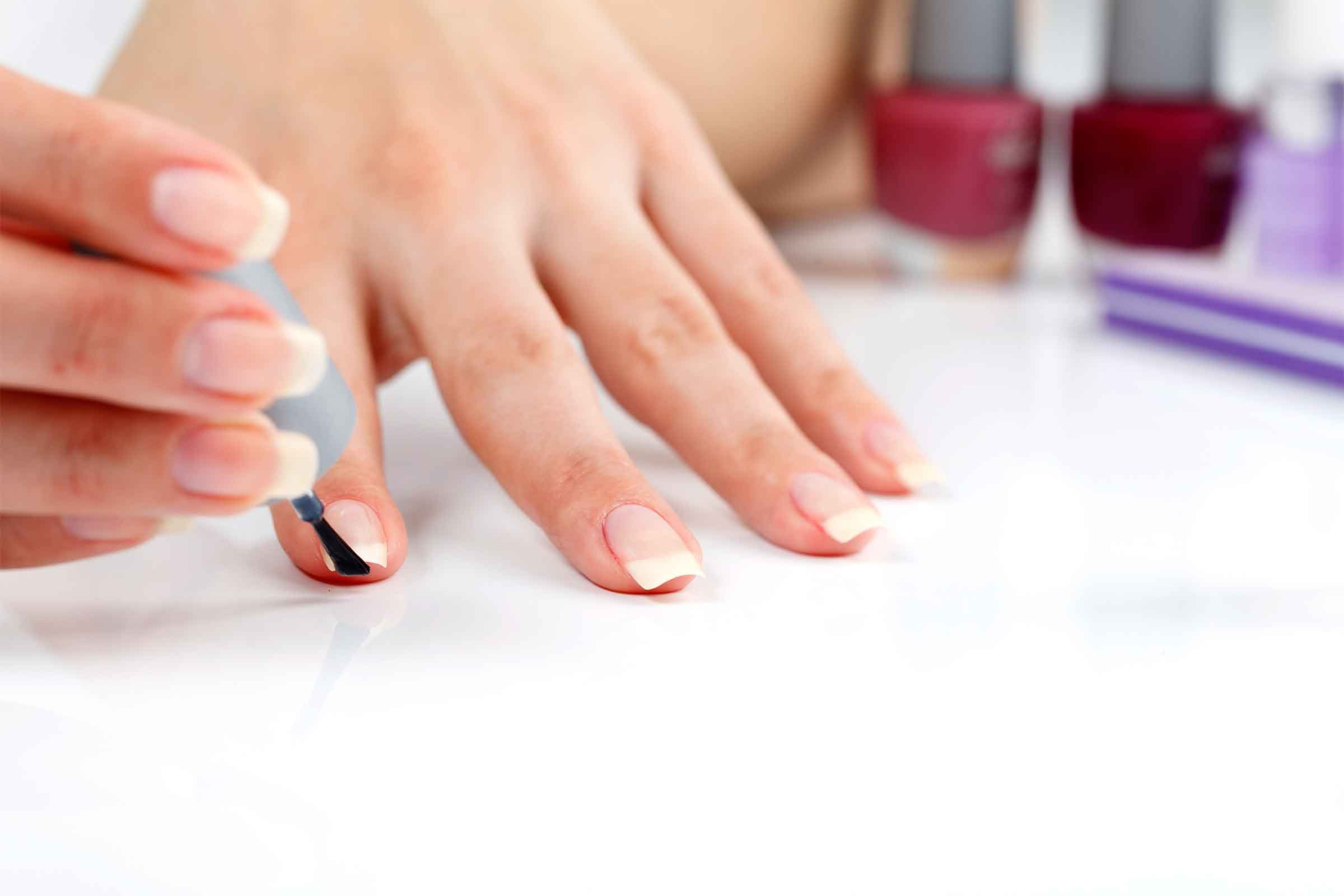 How to make a manicure using a newspaper 6