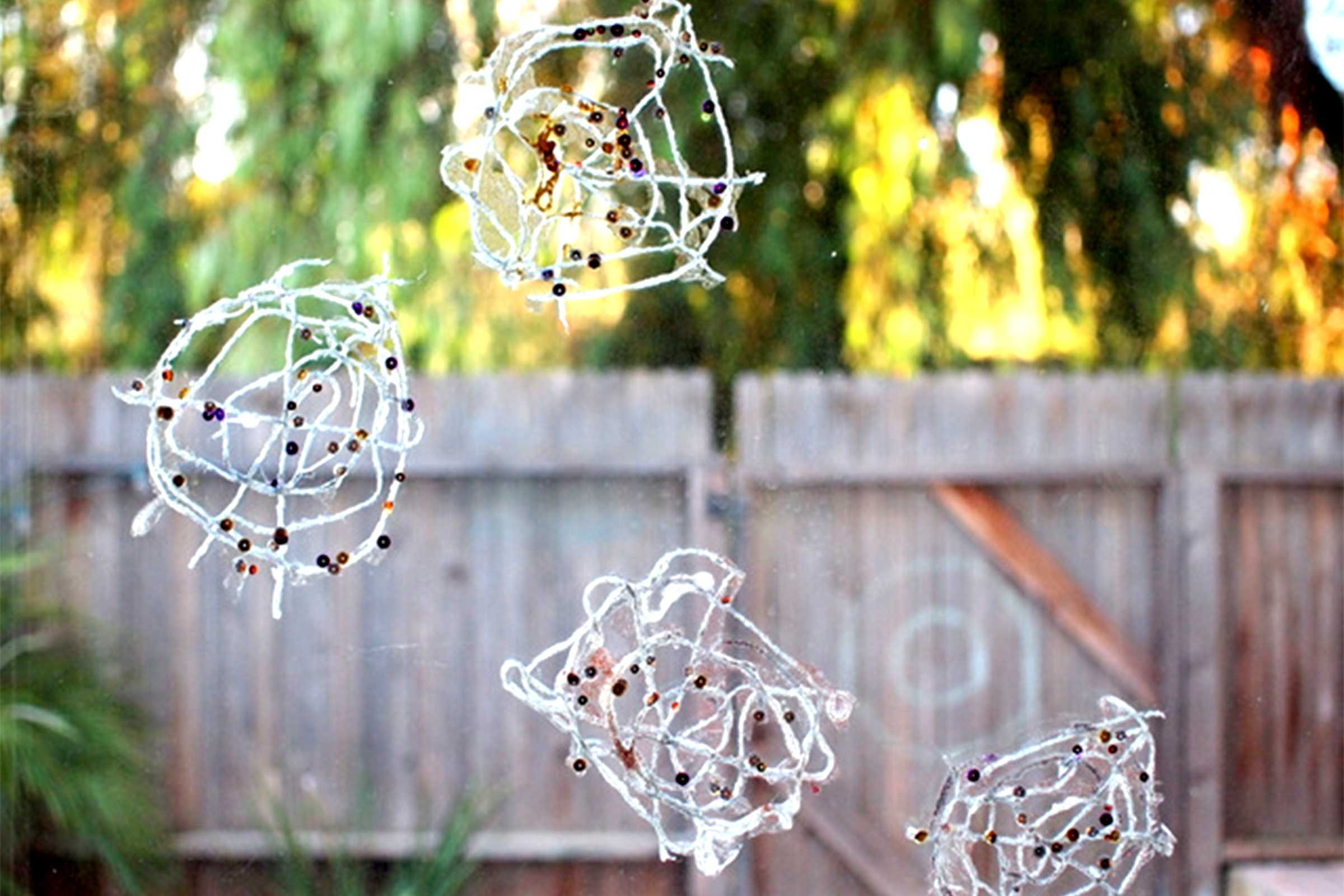 06-kids-halloween-crafts-window-webs