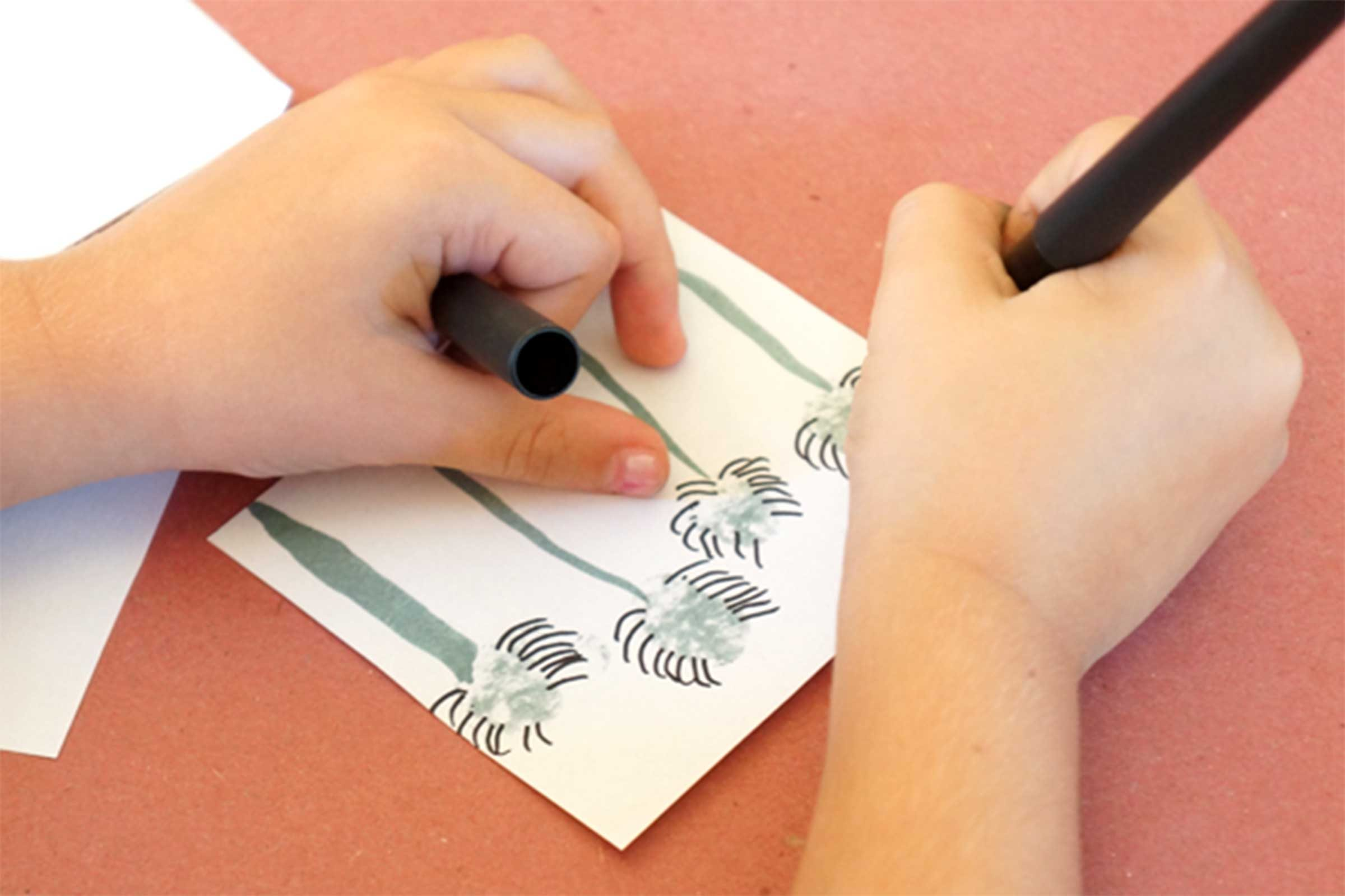 11-kids-halloween-crafts-thumbprint-spiders