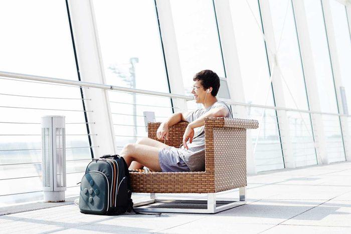 13_shorts_travel_tips_airplane_furtaev