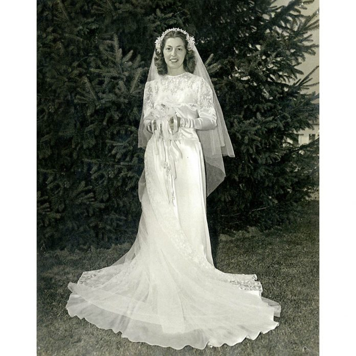 WOW: This Bride Has Fit Into Her Dress Through 70 Years of Marriage