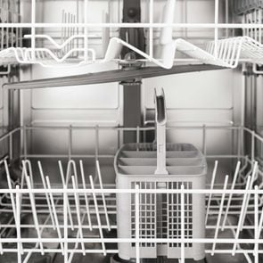 01-things-never-put-dishwasher-AndreyPopov