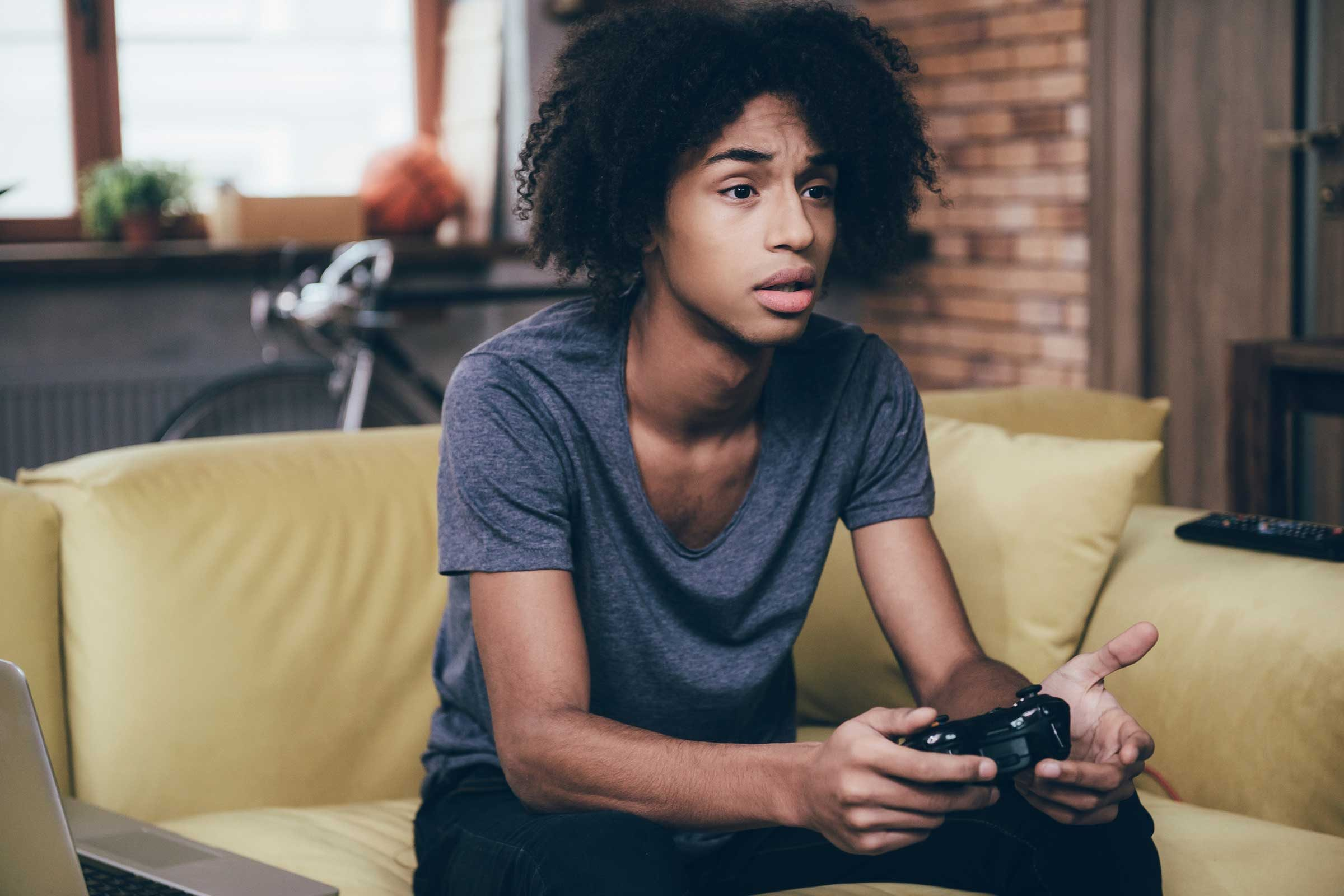 the benefits of video games Action video gameplay: benefits and dangers while evidence suggests that action video games enhance higher-order brain functions, the violence built into most commercial titles is far from beneficial.
