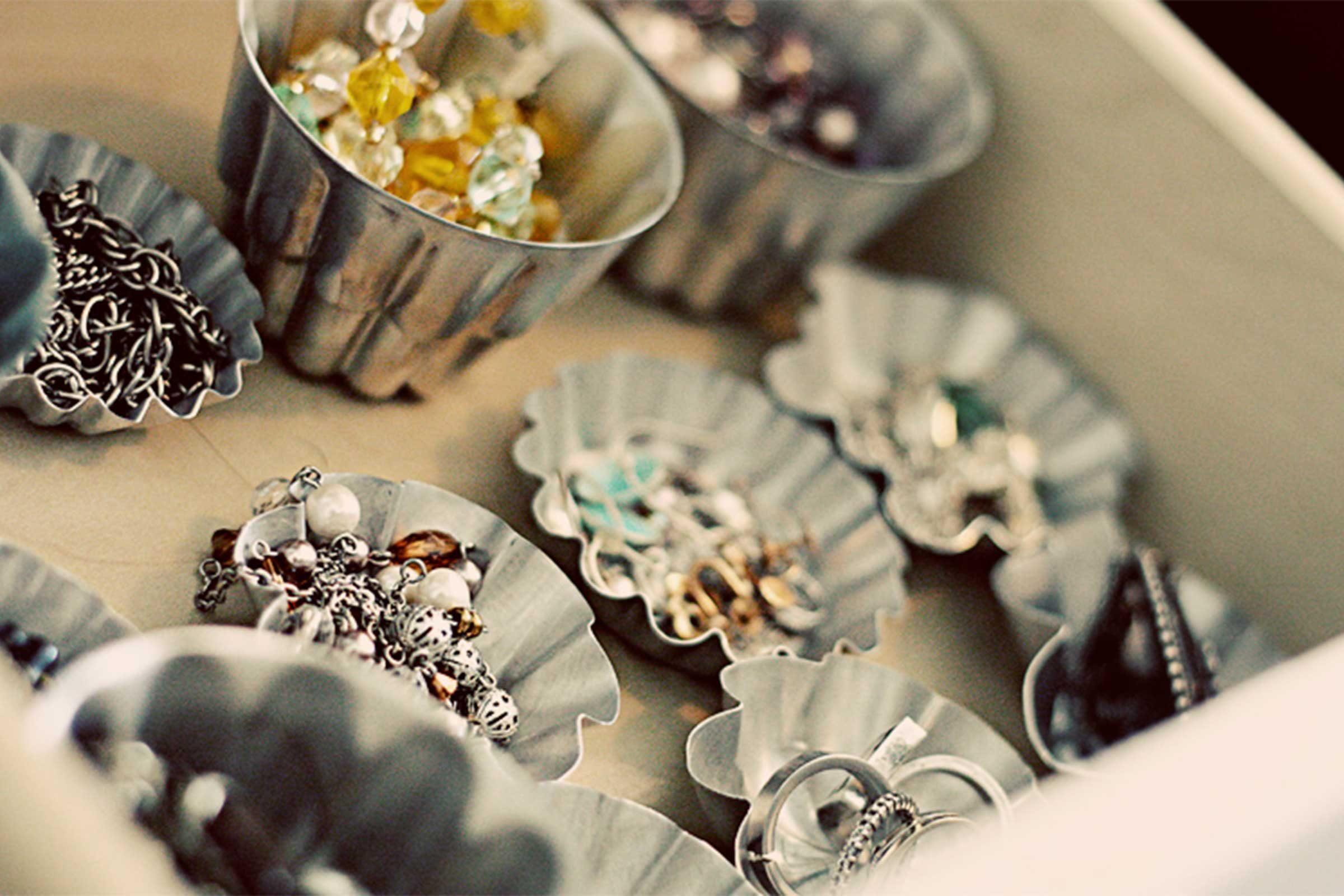 Jewelry storage clever ways to organize jewelry reader for Clever ways to store jewelry