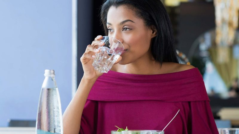 03-thirsty-signs-drinking-too-much-water-Ridofranz