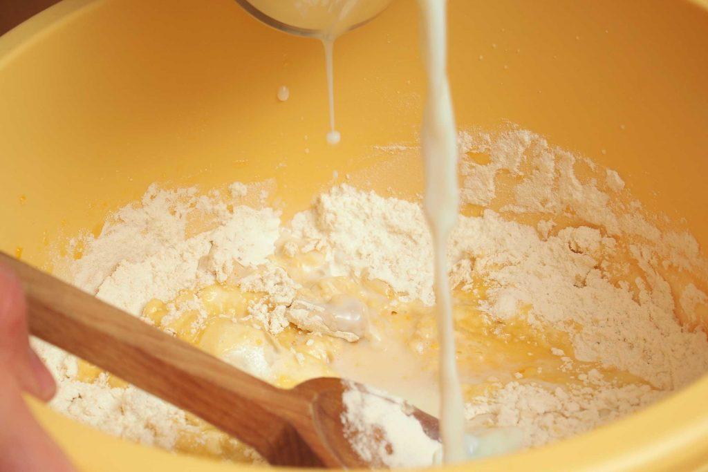03_bake_box_cake_Missing_ingredients_replace_water_vinicef