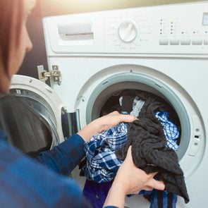 Handling clothes in laundry machine