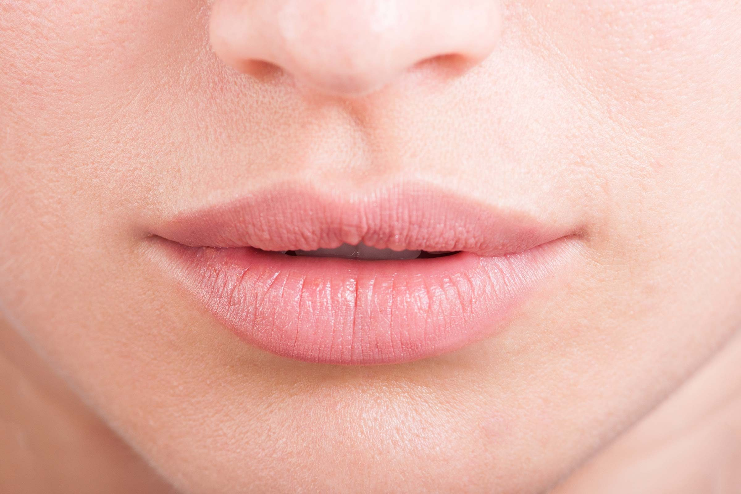 You Notice Swelling Or Discoloration In Your Hands Lips And Feet