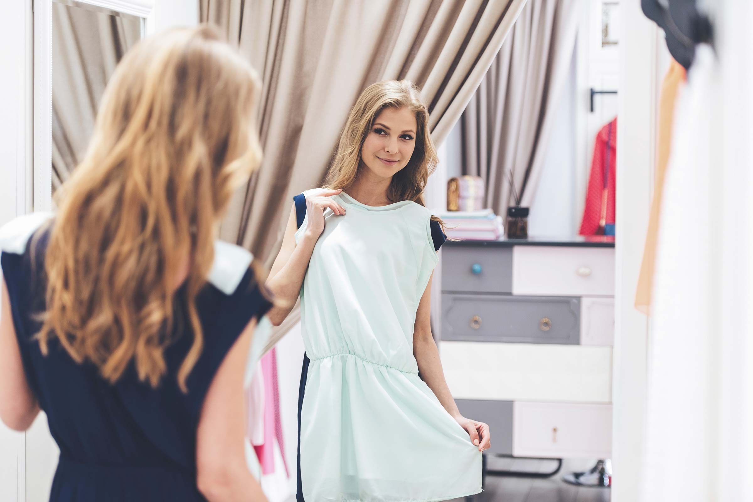 How to tie a beautiful belt on the dress: tips for the stylist