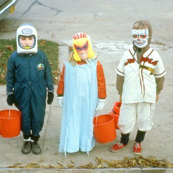 15 Vintage Halloween Costumes That Could Still Be Worn Today