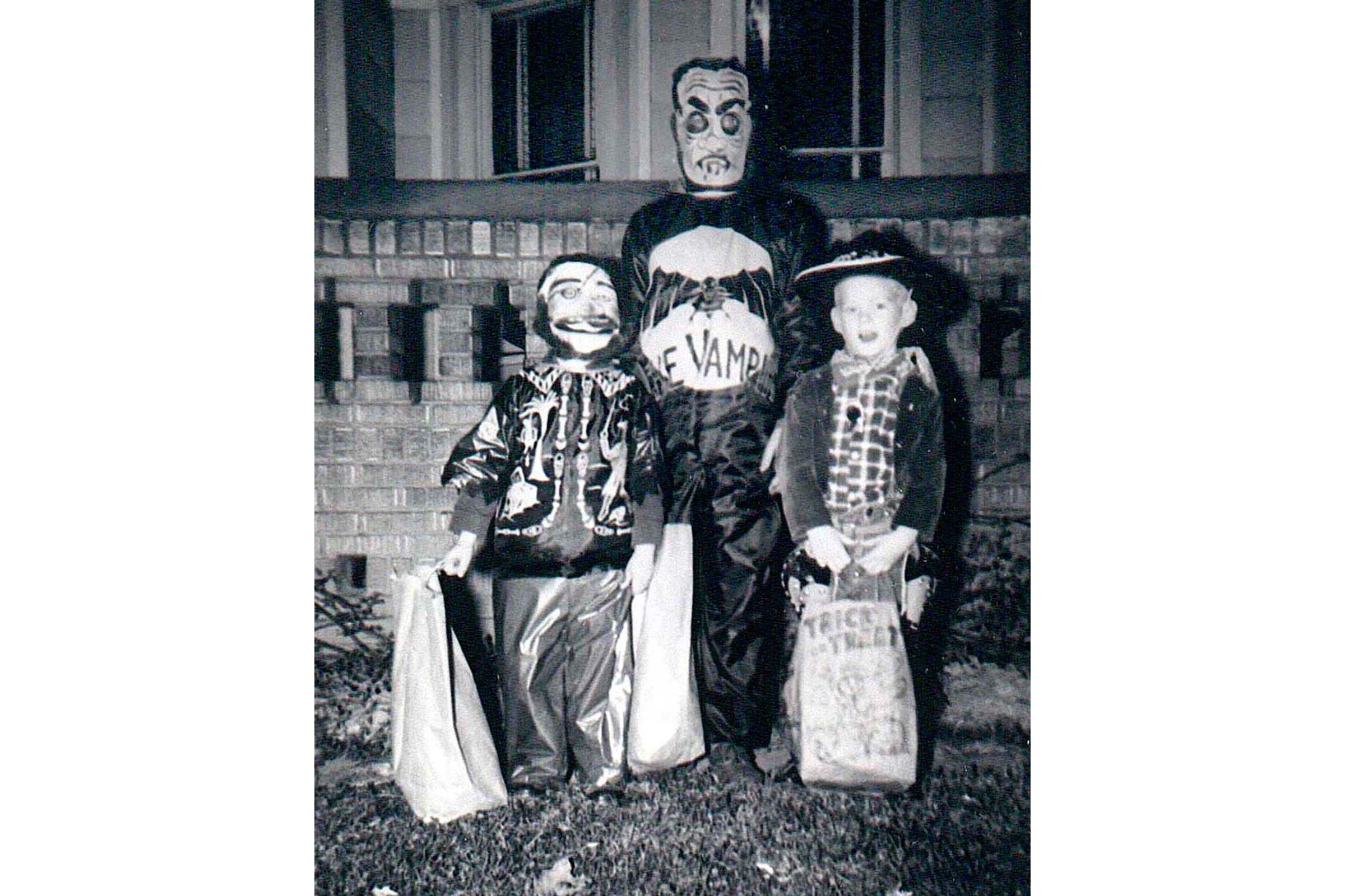 Vintage Halloween Costume Pictures.Vintage Halloween Costumes We Should Bring Back Reader S Digest