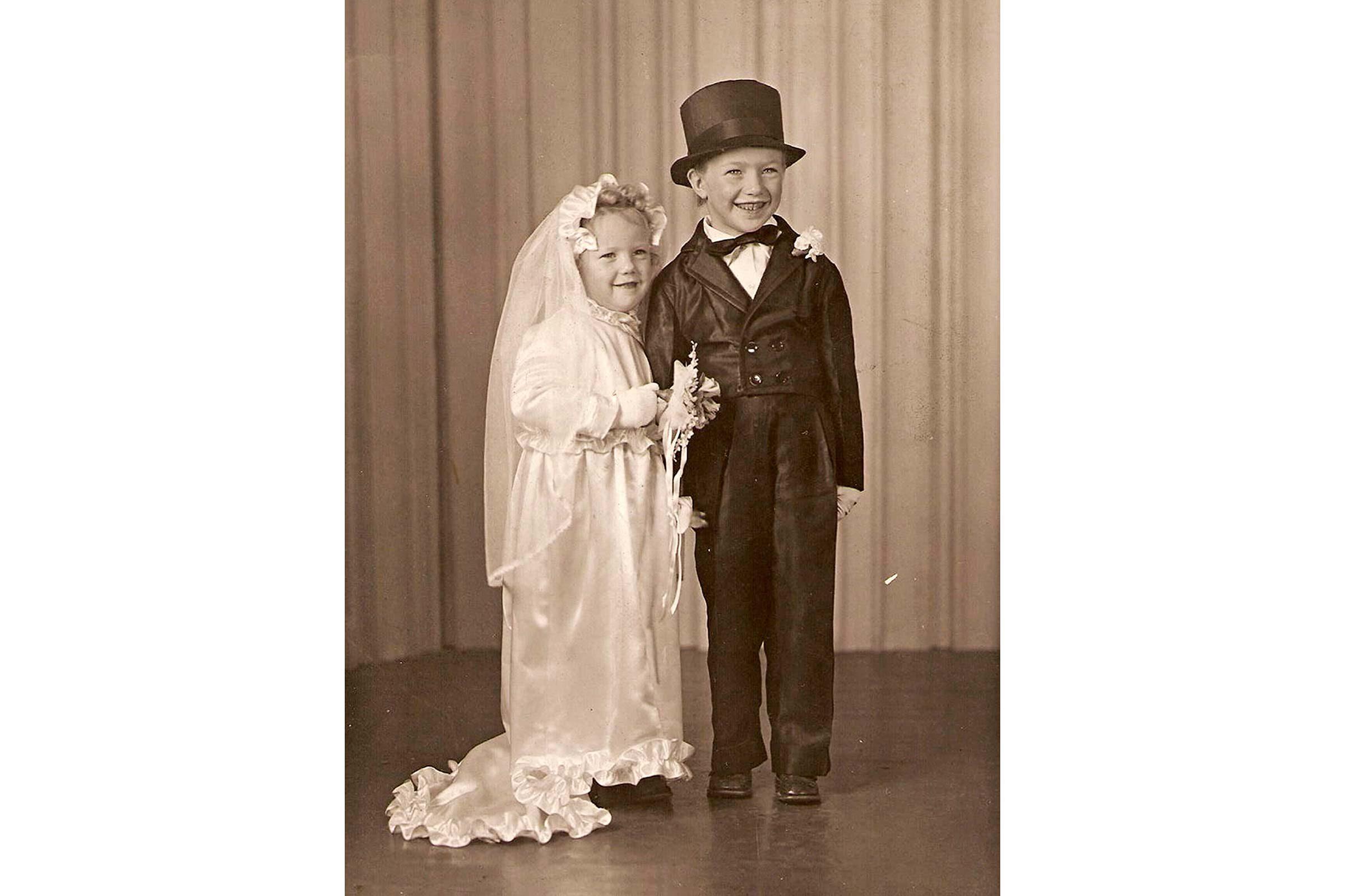 Bride and groom (1950)  sc 1 st  Readeru0027s Digest & Charming Vintage Halloween Photos | Readeru0027s Digest