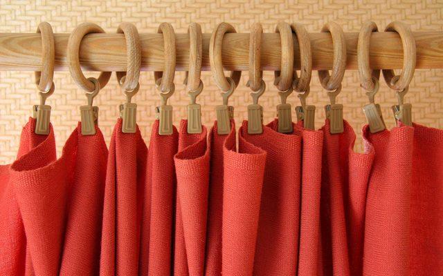 cover-closet-ways-tension-rods-Dainis-Eglavs