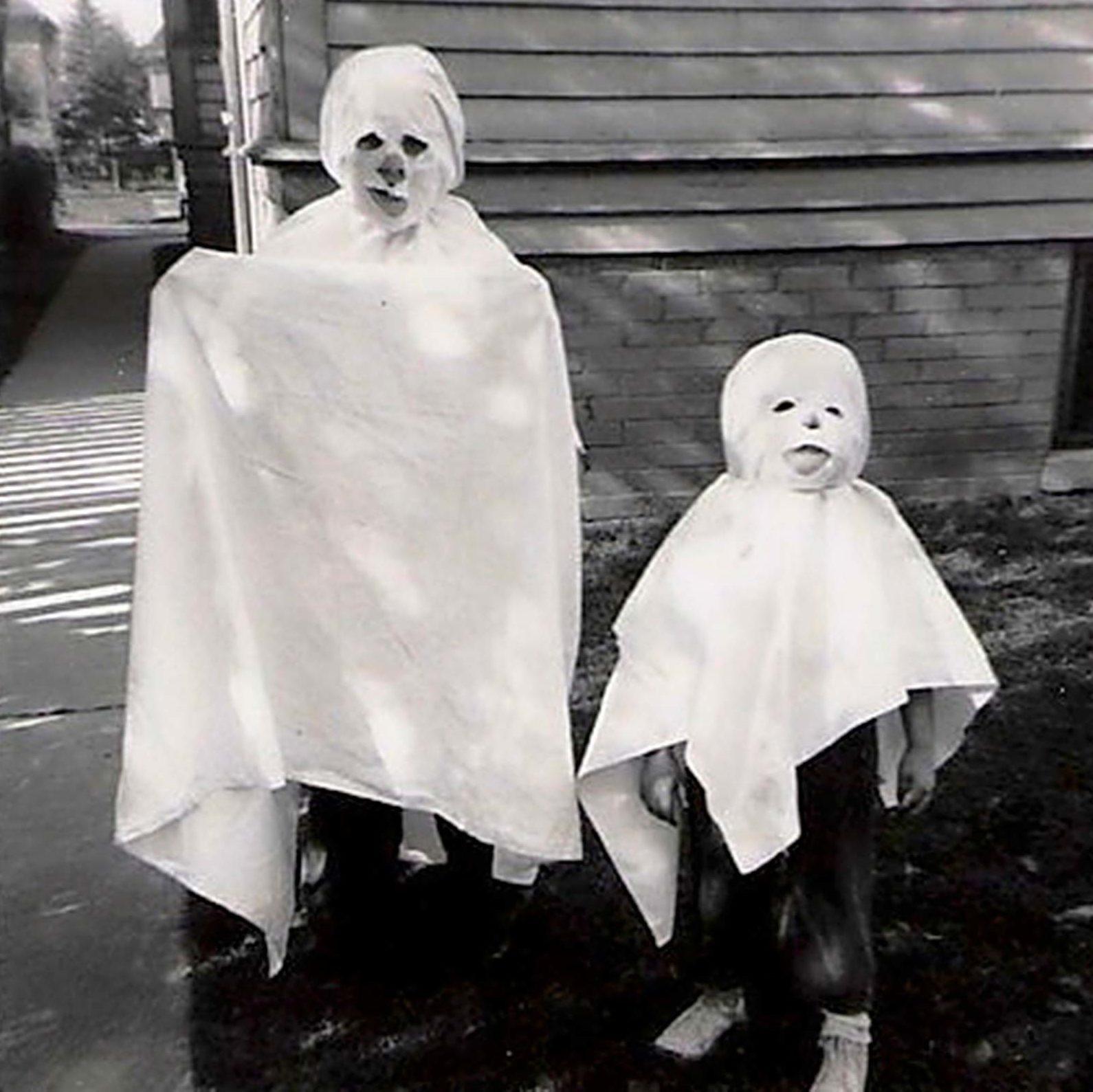 _ghosts-brilliant-vintage-halloween-costumes