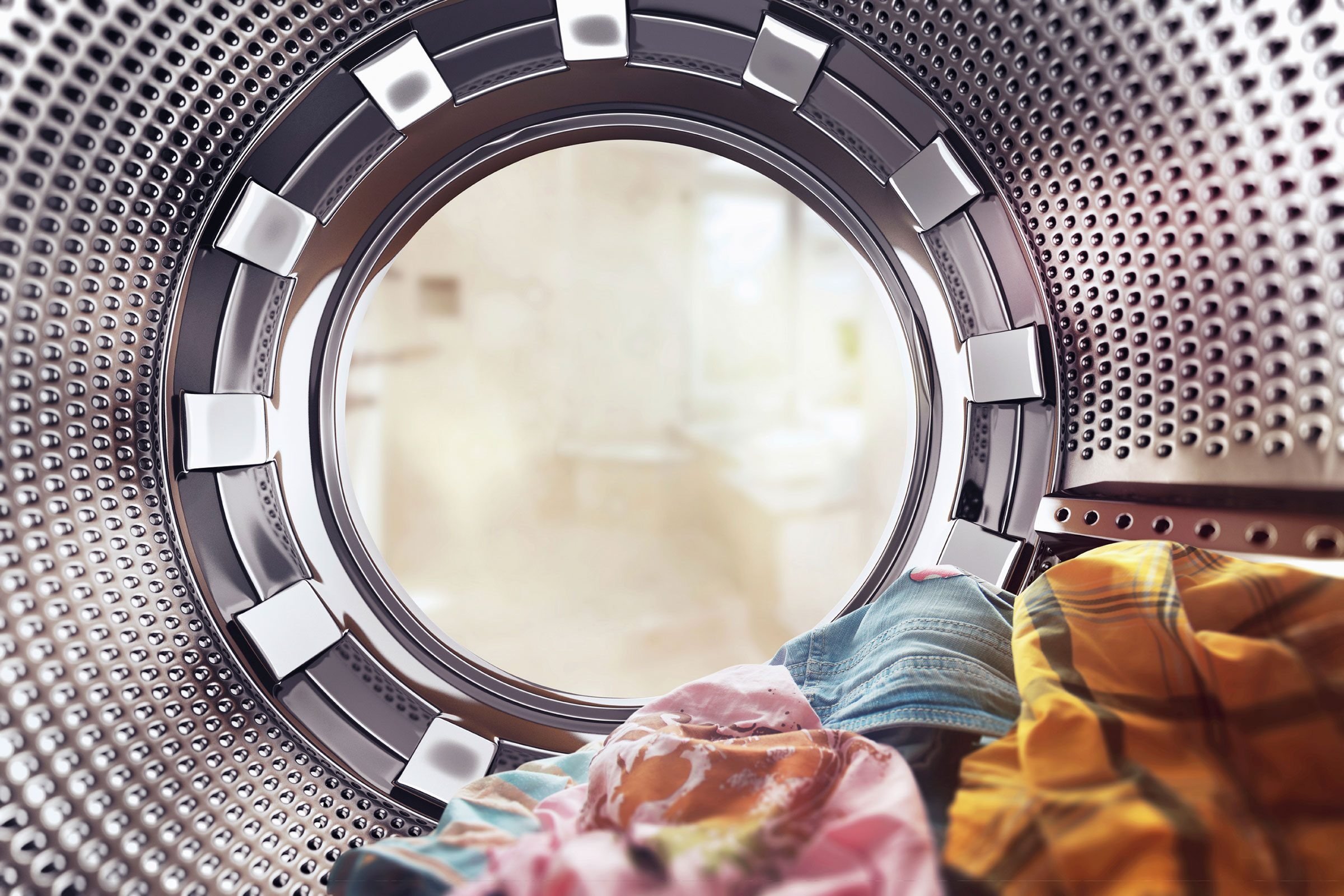 Make Your Clothes Smell Better | Reader's Digest