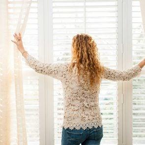 01-soak-ways-keep-home-warm-while-saving-on-heating-Elenathewise
