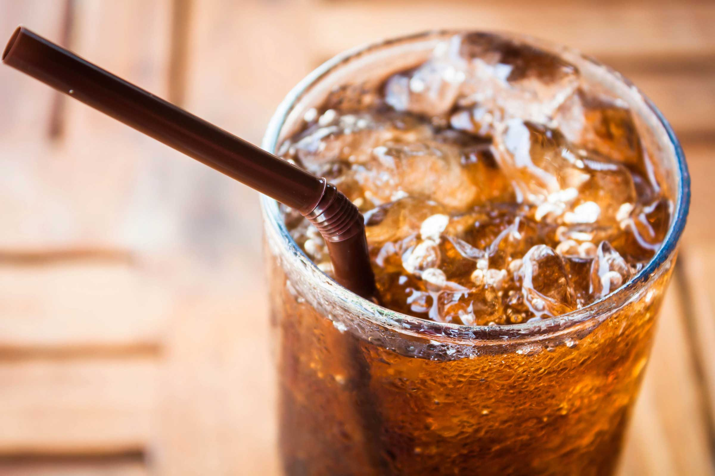 Doctors advise to exclude sausage and soda from the student's diet