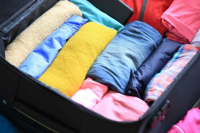 05-layer-how-to-pack-suitcase-30-minutes