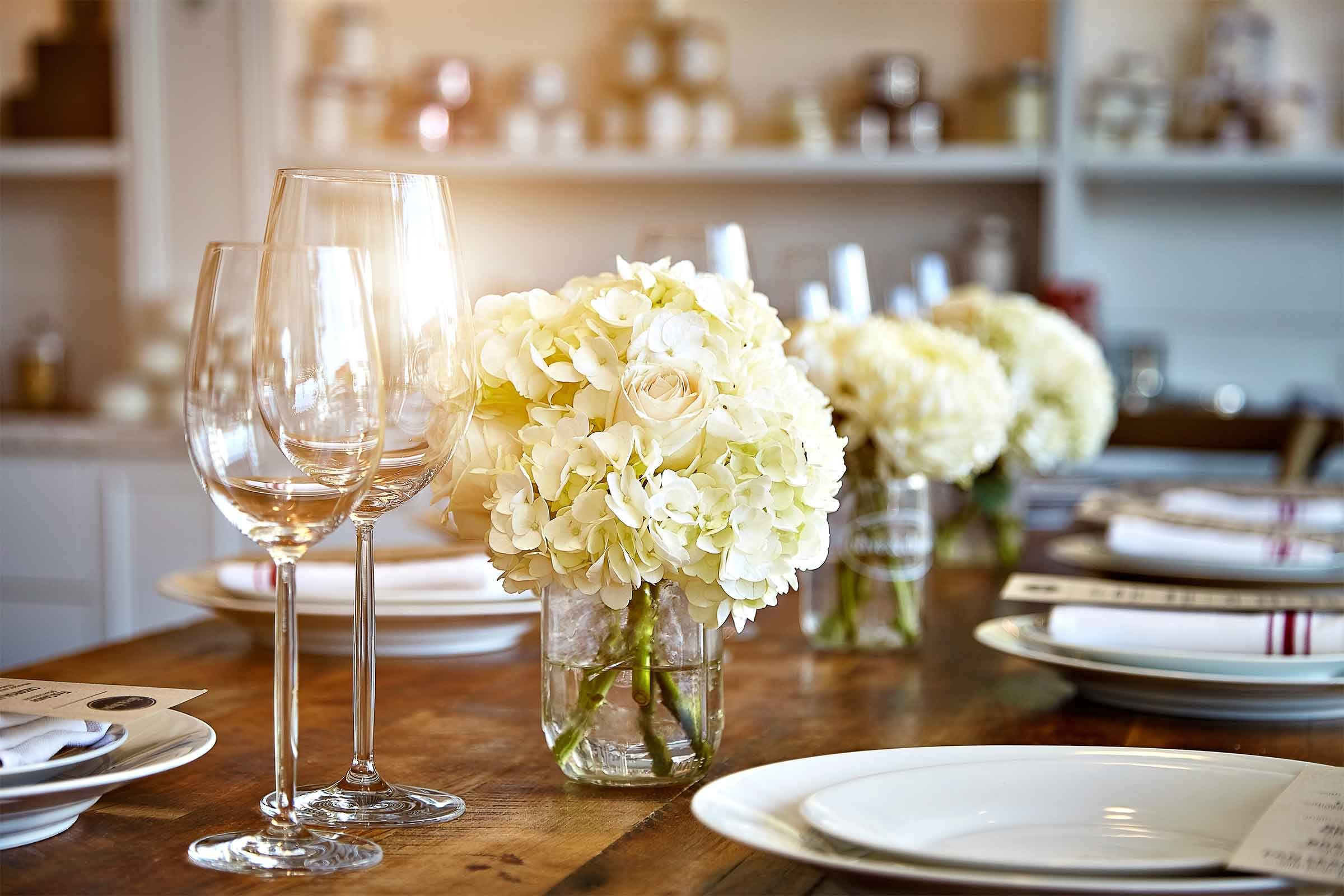 Glasses & Thanksgiving Table Setting Tips for Hosts | Reader\u0027s Digest