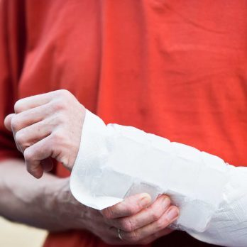 Wrist Pain? 8 Ways to Treat Carpal Tunnel Syndrome