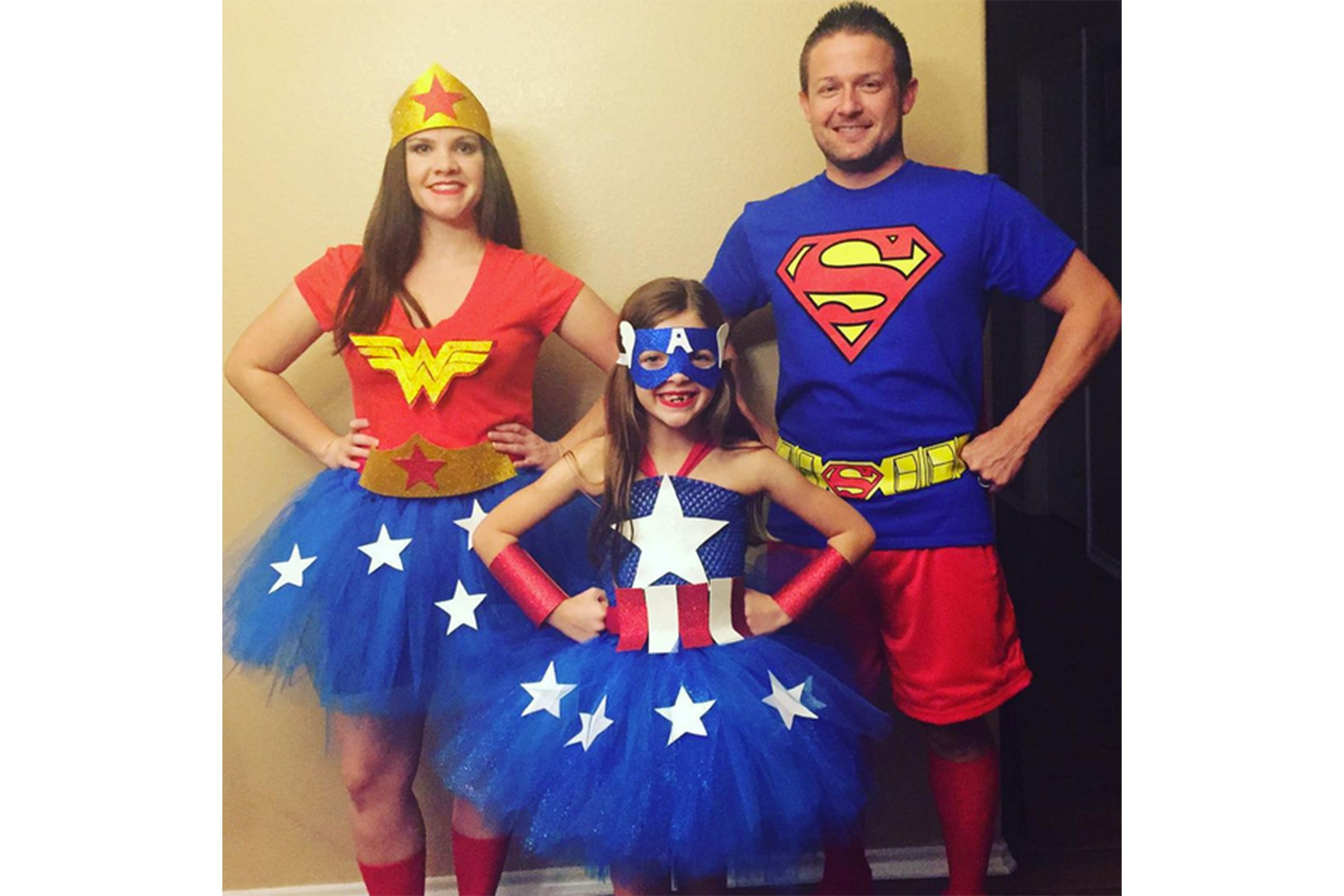 Superhero family  sc 1 st  Readeru0027s Digest & 15 Halloween Costume Ideas for Couples | Readeru0027s Digest
